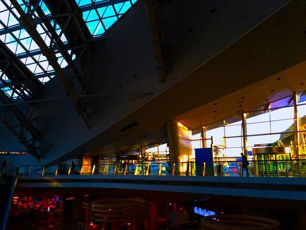 しかし、 仁川 国際空港 は、とても未来的な建築だなぁ。 Sunrise Sunrise Silhouette EyeEm Korea 韓国 Korea Airport Train Station Good Morning Light And Shadow Architecture