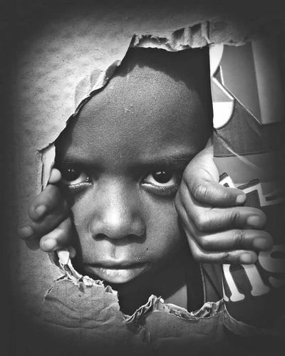 Peeping the world People Close-up Nigerian Phonephotography📱 PhonePhotography Portrait Looking At Camera People Photography Streetphotography Nigerianbaby Africanamazing The African Child Nigerianchild Childrenphoto EyeEmNewHere The Week On EyeEm