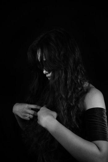 Blackbackground Humanhand Hair Blackandwhite Studio Shoot Young Women Girloneyeem