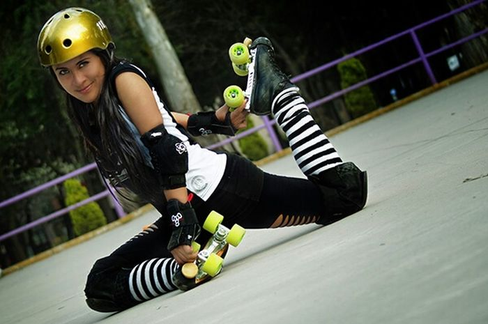 Sport In The City Skate Rollerderby Roller Derby Urban Park Patines Girl