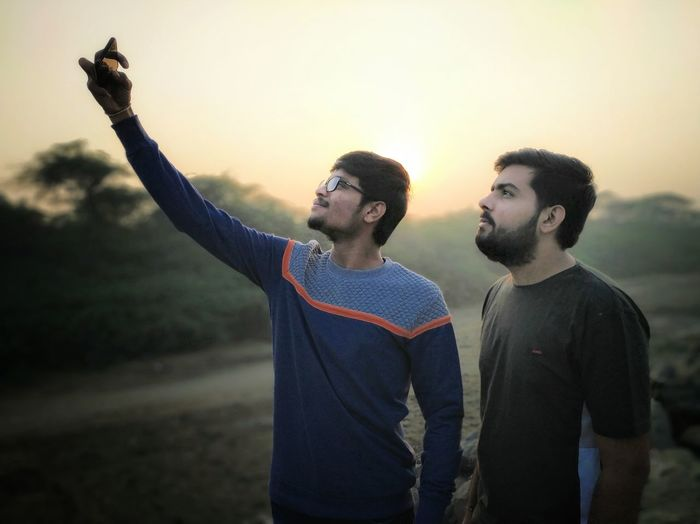 Selfie 🤳 Candid Candid Photography Candid Portraits Candidshot Two People Beach Beachphotography Selfie Portrait Selfie ✌ Smartphonephotography EyEmNewHere Sunrise Sun Friendship Men Smiling Happiness Togetherness Young Men Beard Male Friendship