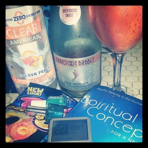 Perfect Sunday night to me. ;p Reading Champagne Candy Singlegirllife whitegirlproblems ihavenolifedealwithit