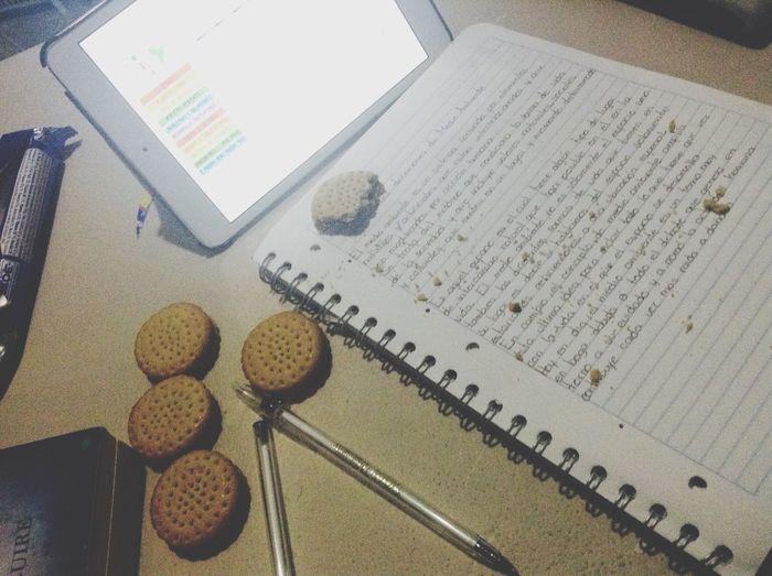 Haciendo tarea Galletas *-*