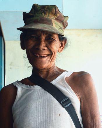Seorang nenek berprofesi membuat sarung mandau, asli kalimantan (west kalimantan) Street Photography Otherside People Photography Nikon Human EyeEm Gallery Photos Around You Dayak Culture Culture