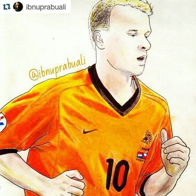 Repost @ibnuprabuali with @repostapp ・・・ Art Illustration Drawing Draw Picture Photography Artist Sketch Sketchbook Paper Pen Pencil Artsy Instaart Gallery Masterpiece Creative Instaartist Graphic Graphics Artoftheday Legend Arsenal Bergkamp dennisbergkamp netherland holland flyingdutchman football