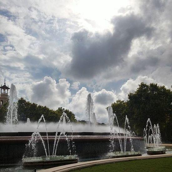 Fontmagicademontjuic Fountain Montjuicfountain Montjuic Suihkulähde Fuentemagicademontjuic Fuente Fontaine Clouds Pilvet Nubes Nuages Barcelona Bcndreamers Bcnexploradores Bcnexplorers Thebarcelonist Igersbarcelona