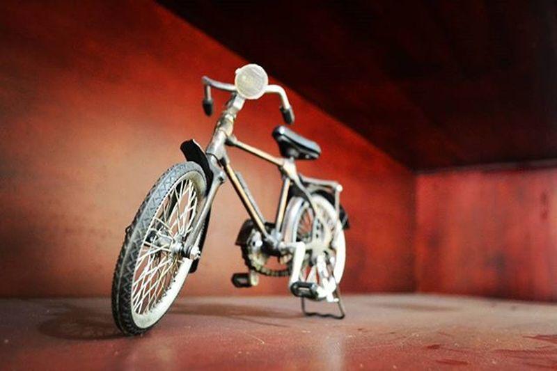 Sepeda Upload bersama Loc : jalan Angkasa,Birobuli Utara @instanusantara Instanusantara Inub5148 InstanusantaraPalu Palunagaya031015 VSCO Vscocam Toys Miniature Permainan Ontel INDONESIA Indonesia_photography Geonusantara