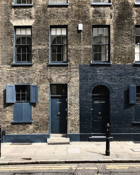 neighbours blues Doors DoorsAndWindowsProject EyeEmNewHere Georgian Architecture London Shutters Sidewalk Spitalfields The Week On EyeEm Travel Travel Photography Architecture Blue Brick Building Bricks Building Exterior Built Structure England No People Straightfacade Travel Destinations Urban Urbanphotography Window EyeEmNewHere