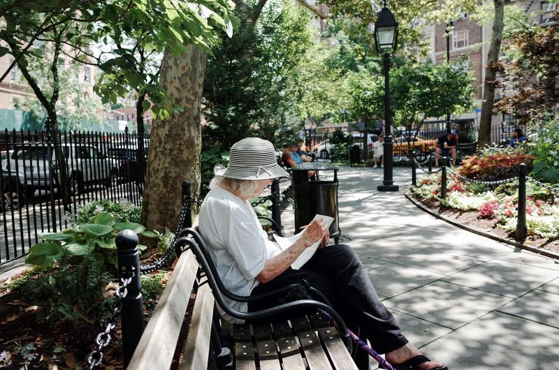 New York City NYC Streetphotography Candid Old Woman Reading Grandma Park