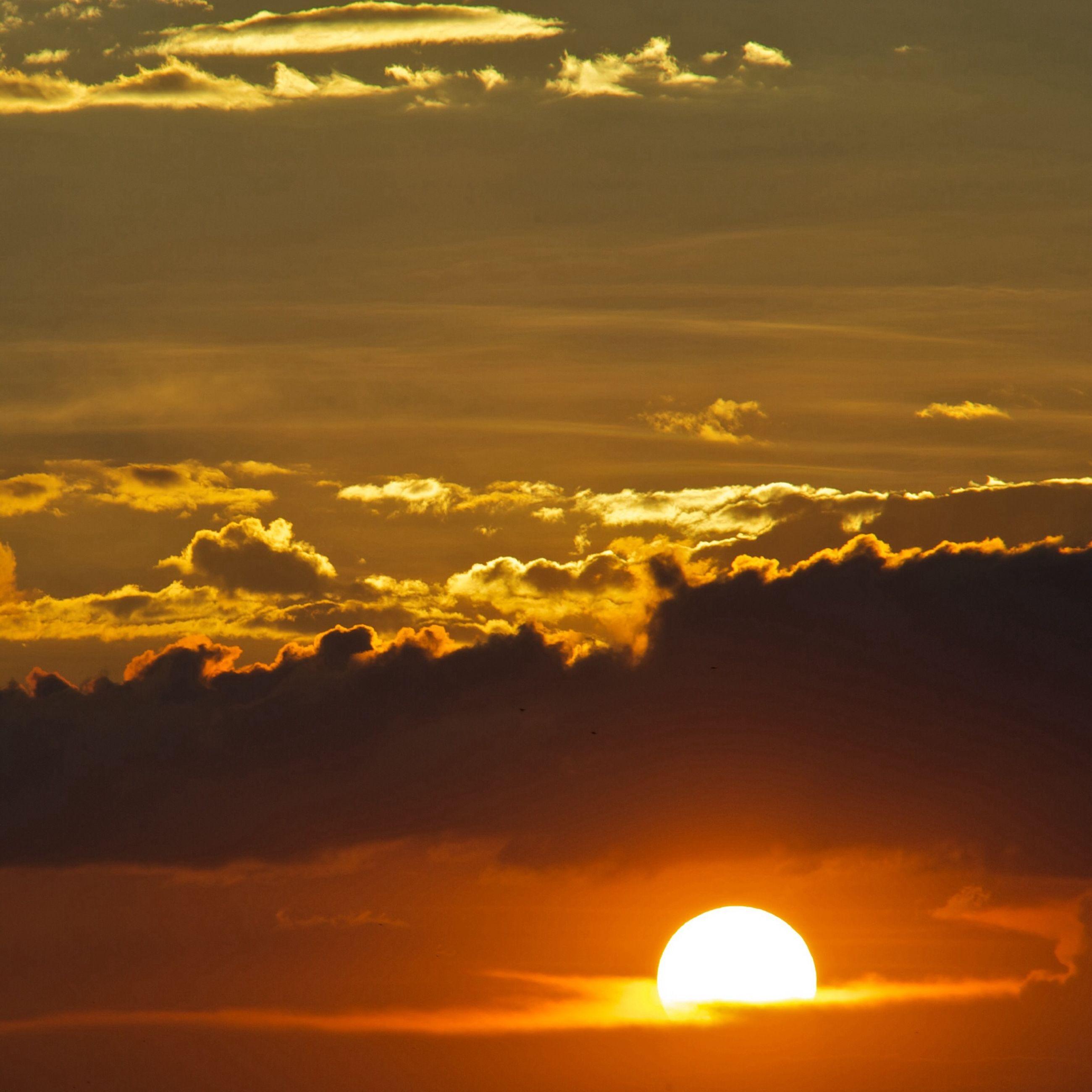 sunset, orange color, scenics, sun, beauty in nature, sky, tranquil scene, tranquility, idyllic, cloud - sky, nature, dramatic sky, majestic, silhouette, cloud, sunlight, cloudscape, moody sky, atmospheric mood, outdoors