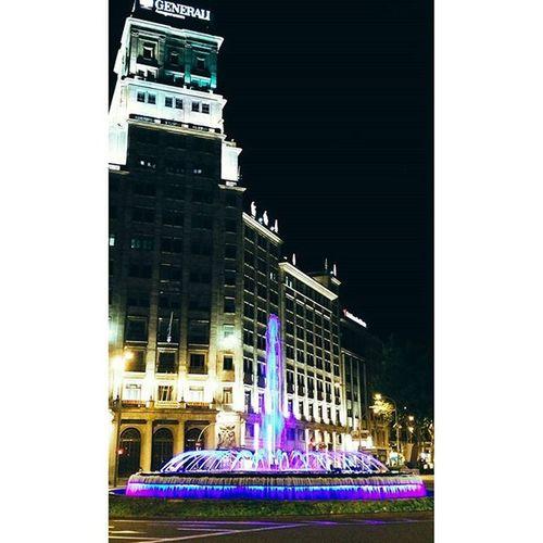 Instasize Barcelona Granviabarcelona Passeigdegracia estiu verano fuente colores