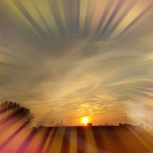 Sunset with Effects Tramonto con Effetti Effettifotografici Cielo Sky Sunsettoday Tramontooggi Colors Colori Icoloridelcielo Tramontoacolori