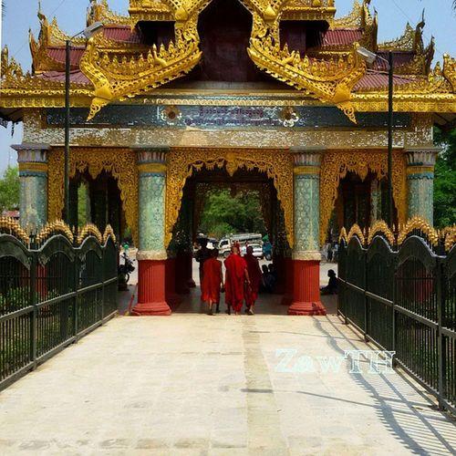 Morning . Novices at the eastern portico of the Kyauk Taw Gyi Pagoda. Novice Eastern Pórtico Kyauktawgyi Kyauktawgyipagoda Buddhist Buddhisttemple Pagoda Mandalay Myanmar Burma Myanmarphotos Igersmyanmar Igersmandalay Vscomyanmar Goldenland Mycapture L4l F4F Exploremyanmar Stunning_shots Instadaily ARCHITECT Burmesearchitecture Architecture burmeseigers ig_photo_life igersoftheday galaxygrand2 zawth