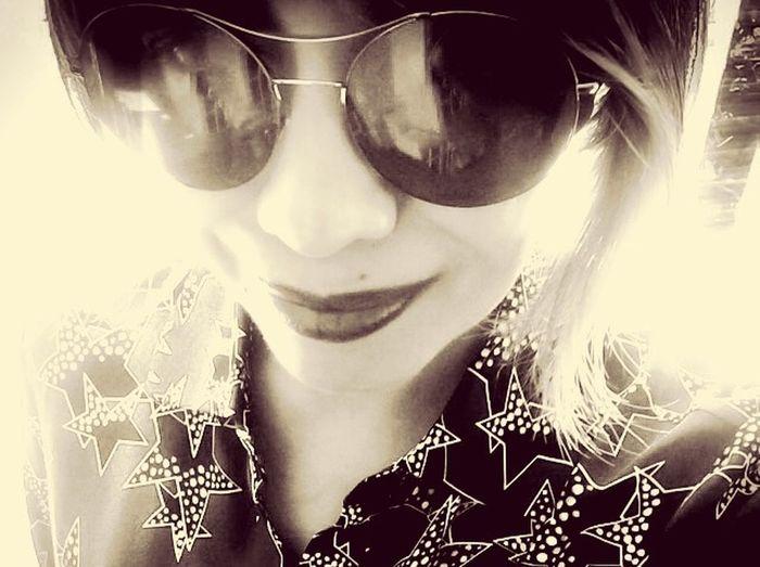Selfie Sunday. Nggggaaahh! Bug eyes... Hmmmmm... Can you read my mind?? Sleepless•In•KL Selfie Smile ThatsMe EyeEm Bnw Blackandwhite Monochrome Streamzoofamily Sleepless•In•KL•Sepia