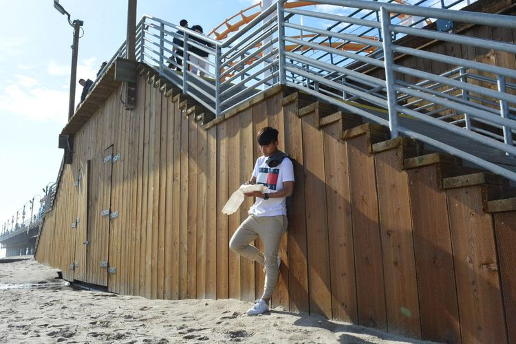 Santa Monica beach Full Length One Person Built Structure Looking Down Outdoors Real People Vacations Day Young Adult People One Man Only Adults Only Adult Beach 海 砂浜 アメリカ 旅