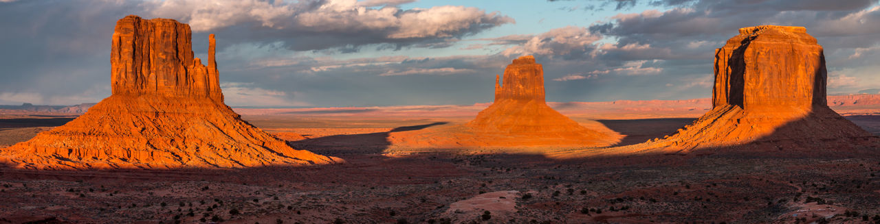 Monument Valley, Arizona USA Monument Valley Navajo Nation Red Cliffs Road Trip Arizona Beauty In Nature Cloud - Sky Day Desert Landscape Mitte Nature No People Outdoors Panorama RB4040 Rock - Object Scenics Sky Sunset USA