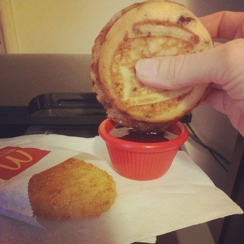 Oh yeah. Dipping my sausage McGriddle in syrup from my stolen Chilis's dipping cup. Try to keep up. Breakfast Mcdees Ineedyoutoknowieat