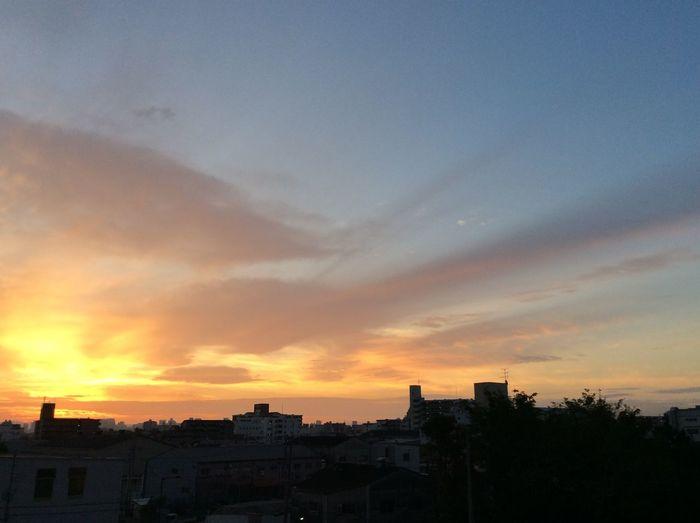 おはようございます。今日も朝焼けが綺麗です。 Good Mourning 朝焼け Mourning Glow Sky And Clouds
