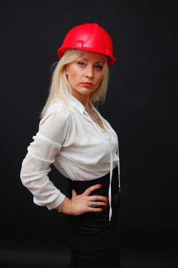 Boss Bossy Buisness Look Construction Construction Worker Female Model Female Portraits Helmet Red Helmet Women Working WomeninBusiness