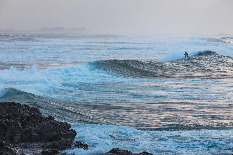 Sunset surfing at Ho'okipa Beach Park Maui, Hawaii Big Waves Hawaii Maui Beach Beauty In Nature Ho'okipa Horizon Over Water Nature Outdoors Rock - Object Sea Sunset Surfing Water Wave