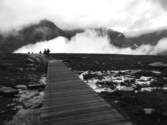 Glacier Glaciernationalpark Nationalpark Landscape Walkingpath Clouds Mountains Blackandwhite Loganpass Montana Travel