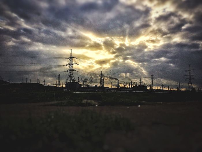 Завод и небо (не знаю как подписать) Cloud - Sky Sky Sunset Silhouette Connection Electricity Pylon No People Outdoors Nature Technology Architecture Building Exterior Beauty In Nature City Day