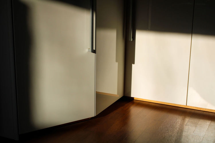 Room withe light on wood