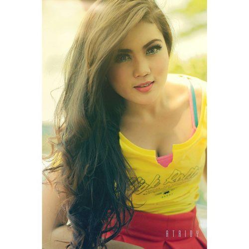 """Derina Wenda... In yellow"" Bandunglautanphotographer Fotograferamatir NikonD5100 Nikontop Potoaingkumahaaing"