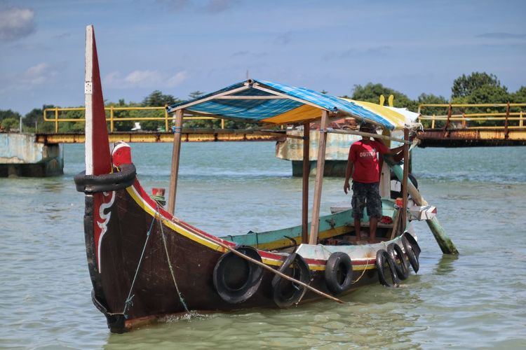 Sea Life Water Transportation Gondola - Traditional Boat Outdoors Nature Sky Eyeemphotography Indonesia Street Photography INDONESIA Indonesia_photography Human Interest Human Interest Indonesia