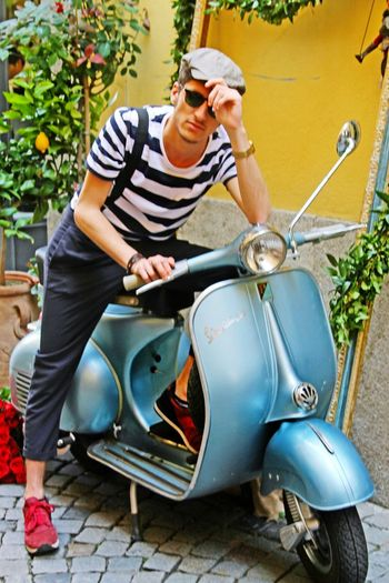 Sicilian guy Hanging Out Check This OutTaking Photos That's Me Cheese! Hello World Relaxing Hi! Vespa VESPA Bella Vespavintage Vespamania Vespalovers Vespagram Vespastyle