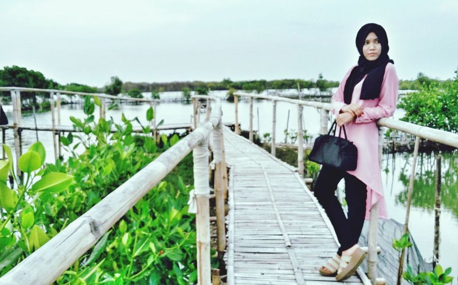 Lifestyles Just For Fun IndonesianEnjoying Life Style And Fashion Nature Outdoors Beautiful Elegant Hijabi Just Me ThatsMe Beautiful Girl HelloEyeEm Holiday Helloooooo EyeEm Indonesia
