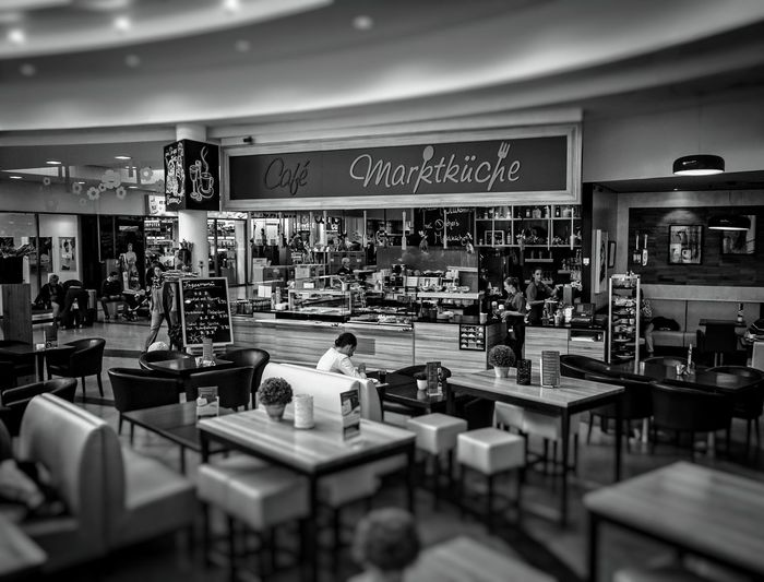 Frisch auf'n Tisch... People Watching Urban Perspectives Street Photography Black & White Monochrome The Devil's In The Detail From My Point Of View Fresh 3 Streetphoto_bw NEM Black&white In The Mall Black And White Hanging Out Taking Photos