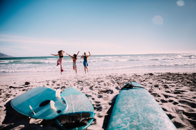 Beach Sea Water Horizon Over Water Full Length Horizon Nature Togetherness Holiday Trip Vacations Adult Leisure Activity Rear View Motion People Friendship Human Limb Running Happy Women Friends