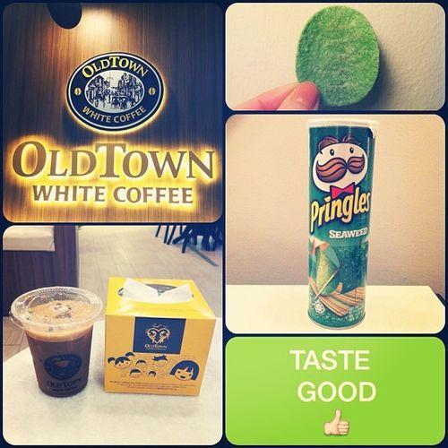當地人推薦~好喝的白咖啡。 整片綠綠的太奇妙? Whitecoffee Drink Cookies Potatochips Pringles Green Seaweed Novel Funny Malaysia