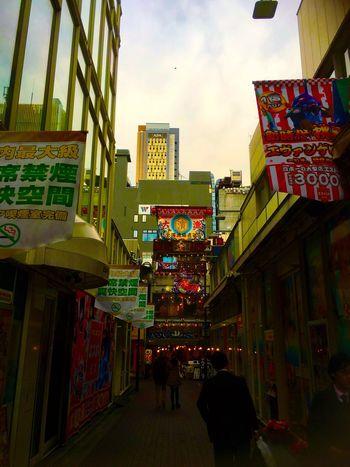 Japan Tokyo Shinjuku Kabukicho の路地 Alley の風景。高層の建造物が本当に増えた。この路地だって、ひと昔はあまり歩きやすいロケーションでは無かった。 City Sky The Way Forward Walking Urban Exploration Urban Landscape Street Photography Streetphotography From My Point Of View Japanese Style Information Sign Landscape Street Sunset Sunset_collection Sunset Silhouettes