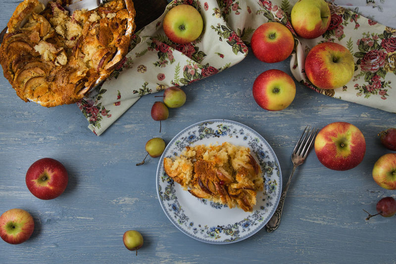 Apple - Fruit Apple Pie Bowl Directly Above Eating Utensil Food Food And Drink Freshness Fruit Healthy Eating High Angle View Household Equipment Indoors  No People Plate Ready-to-eat Still Life Table Temptation Wellbeing Wood - Material Autumn Mood