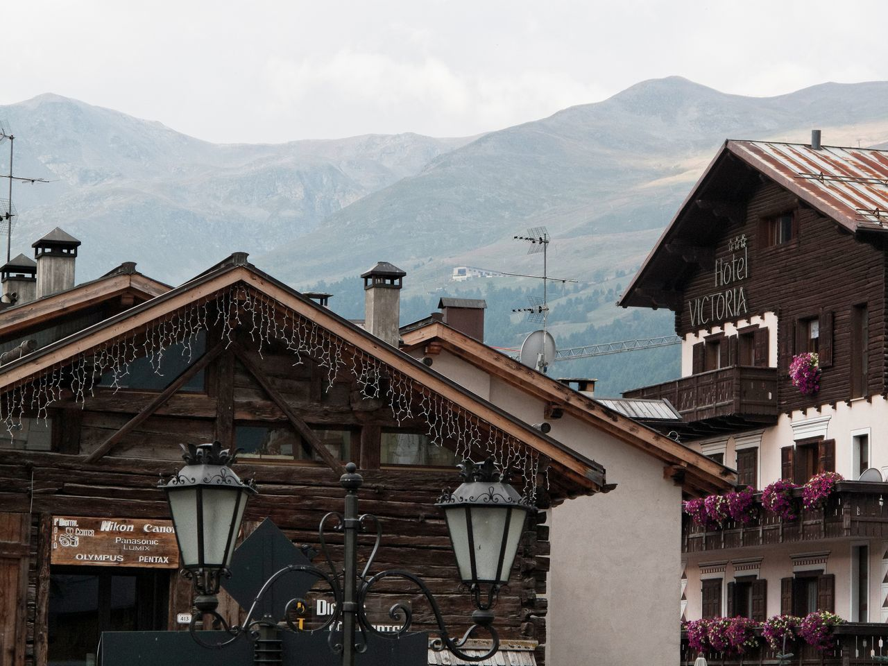 mountain, architecture, building exterior, built structure, house, day, mountain range, sky, outdoors, no people, town, residential building, roof, nature