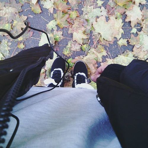 Autumn 🍃🍂🍁⛅🌂 Fallweather Falltime Fall Darkness black blackandwhite white grey rainydays rain morning earlymorning live love