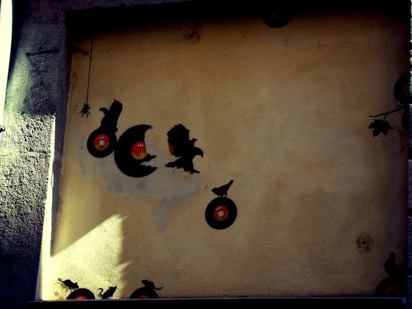 Day No People PentesdelacroixRousse France 🇫🇷 Shadow Sun Street Building Exterior Croix Rousse Lyon France Lyon City Life France🇫🇷 City Street Street Art Art And Craft Creativity Outdoors City