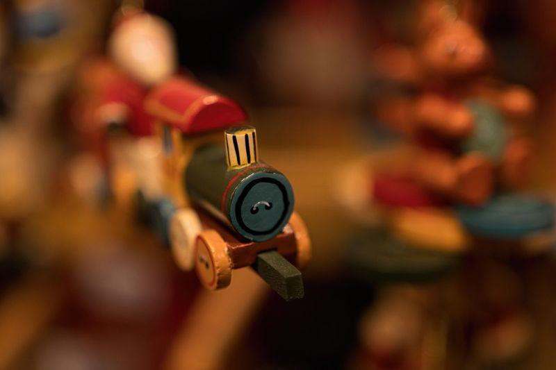 P l a y | T i m e | Kieler Holzspielwarenstand. Käthe WohlfahrtToy Photography Bokeh Light Bokeh Bokeheffect Sigma 18-35 F1.8 Bokehlicious Modelleisenbahn Kinderspielzeug Congratulations Macro_collection Congrats Geburtstag Toys Toytrain Toy Train Birthdaypresent Toycommunity Giftcard Children Kids Card Osterhase Greeting Card Greetingcards Nahauf Easter Bunny Modeltrain Wooden Toy Dampflok Dampflokomotive Holzspielzeug Easteregg