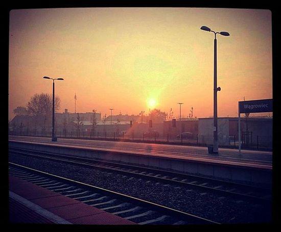 To będzie piękny dzień!!! 😍✌👍🚀🌟🔝🎉👏🏆🎯💣 Wakeup Trainstation Train To  Poznań Sunny Beautiful Sun Autumn Polishgoldautumn EwaJoannaMatczyńskaPhotography Wagrowiec Poland Hello Haveaniceday Happy Sucsess