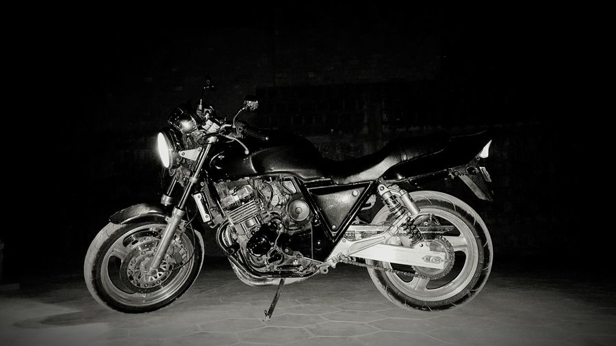 Taking Photos Bike Honda Cb400 Blackandwhite Blackandwhite Photography Black And White Black And White Photography Vintage Vintage Bike