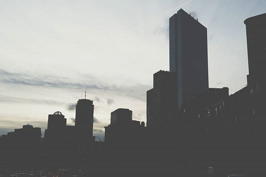 NYC skyline is overrated, here's what Boston has to offer 🌆 Boston Backbay Skyline Cityscape Silhouette Mycity Instapretty Wednesday Igersboston Igboston VSCO Vscocam