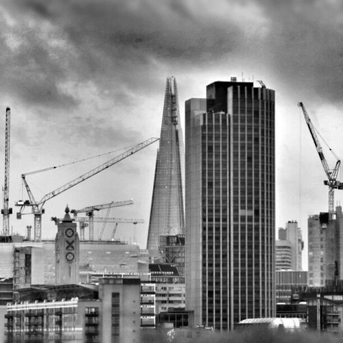Building Site Cranes Theshard Oxotower Buildingsite Waterloobridge Waterloo Blackandwhite B London Cloudy Uk