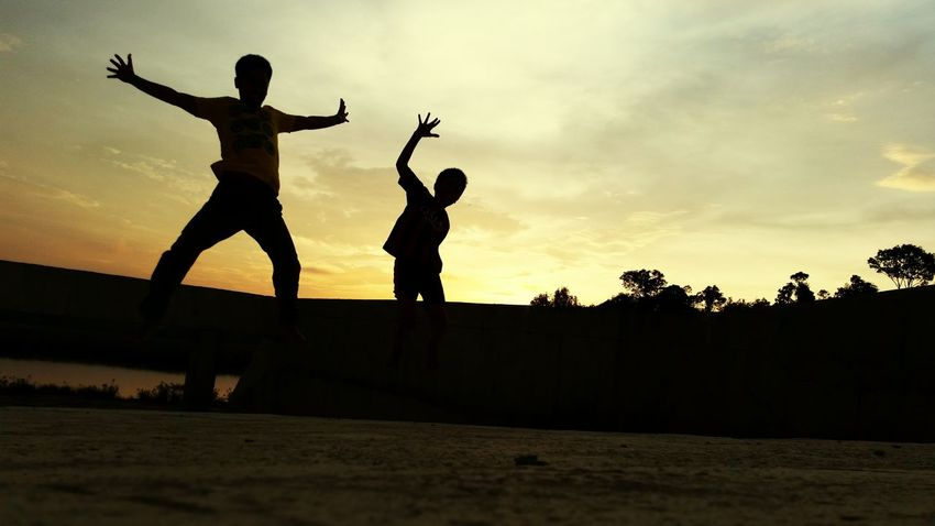 Sunset Sunset Silhouettes Jumpshot Jumpstagram Jumpshots Father & Son We Are Family Brunei Darussalam Parkour EyeEm Brunei