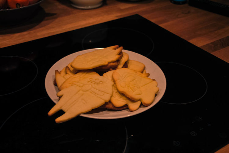 Baker Cook  Cookies Falcon Human Hand Plate Star Wars Temptation