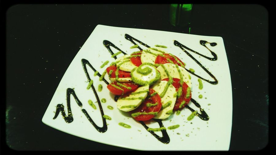 salade caprese à la sauce basilique
