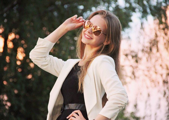 Young Women Young Adult Leisure Activity Lifestyles Person Beauty Focus On Foreground Casual Clothing Long Hair Outdoors Nature Sunglasses Smile