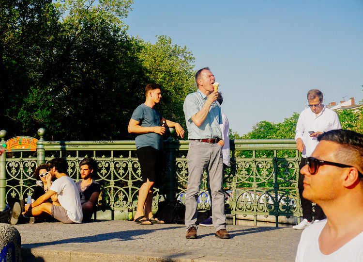 Adult Afterwork Casual Clothing Clear Sky Day Drinks Friendship Full Length Group Of People Ice Cream Large Group Of People Leisure Activity Mature Adult Men People Real People Relaxing Sky Standing Sunlight Sunny Togetherness Tree Young Adult Young Women Live For The Story #FREIHEITBERLIN