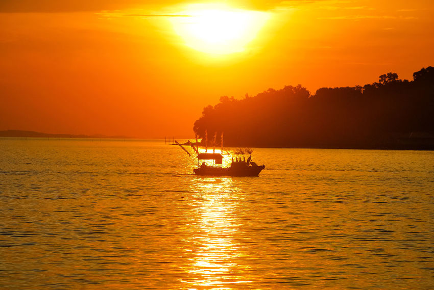 Sunset Sea Orange Color Gold Colored Sunlight Gold Vacations Sailing Beauty In Nature Travel Destinations Scenics Tourism Landscape Ship Boats⛵️ Sea Life EyeEmNewHere Sailing Ship Decorative Ship EyeEm Best Edits Sailing Boat Stockphoto PenyengatIsland EyeEm Selects Silhouette